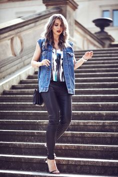 leather trousers with abstract orint top 2017 and denim vest Fashion Tv, Fashion Editor, Fashion Trends, Scandinavian Style, Masha Sedgwick, Germany Fashion, Leder Outfits, Leather Trousers, Street Style Looks