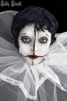 pierrot by *Sivali-Delirium. That is creepy! I'd really have to research how to make those tears...