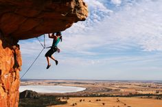 Woman rockclimbing s