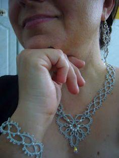 Tatted bracelet and necklace, beautiful! Tatting Bracelet, Tatting Earrings, Tatting Jewelry, Jewelry Knots, Diy Jewelry, Beaded Jewelry, Jewelery, Needle Tatting, Tatting Lace