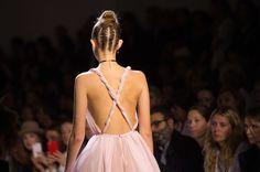 Obsessed: come copiare lo chignon alto con le trecce di Dior