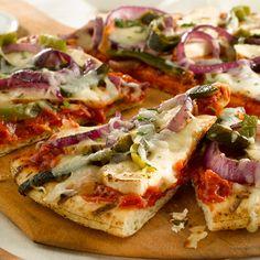 Chicken Fajita Grilled Pizzas. #grilling #recipe #pizza