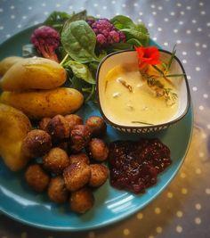 Meat balls, mushroom sauce, potatoes, pickled cauliflower, Lincolnshire lingonberry jam. Pickled Cauliflower, Mushroom Sauce, Chana Masala, Pickles, Balls, Stuffed Mushrooms, Gluten Free, Potatoes, Training