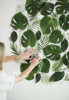 NOVO TROPICAL: USANDO OS ELEMENTOS EM SI FOTOGRAFADOS diy leaf backdrop | almost makes perfect