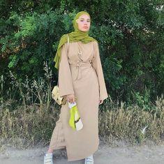 """▪️O S E ETRE TOI op Instagram: """"💚Tu veux toujours aider l'autre, quitte à te mettre entre parenthéses entre autre c'est plus fort que toi tel est ton instin, vouloir…"""" Niqab, Stylish Hijab, Hijab Fashion, Duster Coat, Raincoat, Instagram, Jackets, Dresses, Muslim Women"""