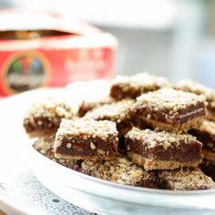 Lange vingers gebakjes   Kookmutsjes Krispie Treats, Rice Krispies, Cereal, Breakfast, Desserts, Food, Mini, Raffaello, Morning Coffee