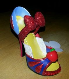 New Disney Parks princess Snow White Runway Shoe Ornament Christmas Figure NEW!!  http://www.ebay.com/itm/New-Disney-Parks-princess-Snow-White-Runway-Shoe-Ornament-Christmas-Figure-NEW-/251384699931?&_trksid=p2056016.m2518.l4276