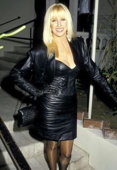 Suzanne Somers during Suzanne Somers Sighting at Spago in West Hollywood - October 1986 at Spago Restaurant in West Hollywood, California, United States. Get premium, high resolution news photos at Getty Images Black Leather Gloves, Black Leather Skirts, Leather Dresses, Grey Fashion, Leather Fashion, Sexy Older Women, Sexy Women, Suzanne Somers, Leder Outfits