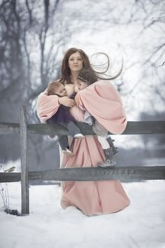 En algunos estados 'dar de mamar'en público está penado con cárcel. Está fotógrafa apoya a todas las madres lactantes con su arte.