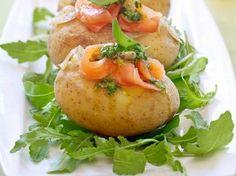 Gevulde aardappel met zalm & pesto