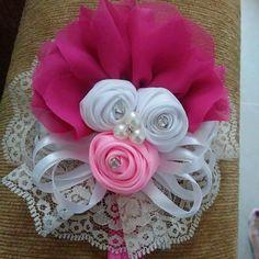 Lazo flor cintas Burlap Flowers, Satin Flowers, Felt Flowers, Paper Flowers, Crochet Headband Free, Lace Headbands, Baby Girl Headbands, Pink Hair Bows, Ribbon Hair Bows