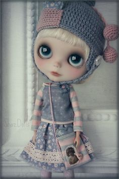 This is a beautiful Romantic Pink/Grey outfit for your sweet Blythe Doll.  Finished with lots of details.    This set include:    -Skirt (Closes with a