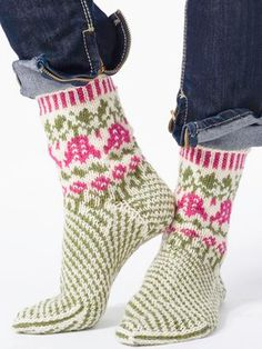 Kirjoneule villasukat Novita 7 Veljestä | Novita knits Christmas Stockings, Socks, Holiday Decor, Yarns, Design, Fashion, Needlepoint Christmas Stockings, Moda, Fashion Styles
