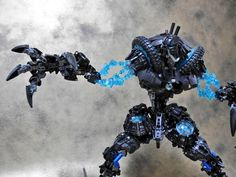 A second image to highlight the magnificent solution of the arms. Bionicle Heroes, Lego Bionicle, Legos, Van Lego, Lego Sculptures, Lego Pictures, Amazing Lego Creations, Lego Mechs, Hero Factory