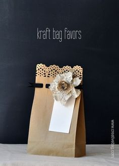 DIY gift bags: Use fancy edge punches along bag opening & punch holes across 1 inch below to weave thin ribbon or yarn through. Creative Bag, Creative Gift Wrapping, Creative Gifts, Wrapping Ideas, Wrapping Gifts, Pretty Packaging, Gift Packaging, Packaging Ideas, Craft Gifts