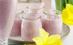 Najlepszy przepis na koktajl truskawkowy z płatkami owsianymi. Taki koktajl mleczny z płatkami owsianymi to super pomysł na pyszne i zdrowe śniadanie dla Ciebie i Twoich dzieci. Zapraszam po owsiankowe smoothie Homemade Protein Shakes, Easy Protein Shakes, Protein Shake Recipes, Smoothie Recipes, Weight Loss Smoothies, Healthy Smoothies, Milkshake, Panna Cotta, Food And Drink