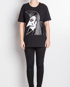 #SKINOG #MRDALI  Koszulka T-shirt UNISEX z najwyższej jakości polskiej tkaniny. Naszyta aplikacja MRDALI, łączy 2 barwy ekoskóry wysokiego gatunku.  http://skinog.pl/index.php/sklep-skinog/skinog-mrdali  #wearrare #naczarno #punk #koszulka #noir #skóra #moda