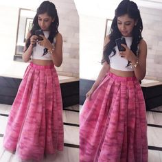 nititaylor looks damn pretty in this printed layered skirt and crop top.