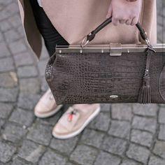 "Gefällt 24 Mal, 1 Kommentare - PICARD Lederwaren (@picard_lederwaren_official) auf Instagram: ""#Pastel is lighting up our mood. Bag MOJO - shop now 30 % off.  #streetstyle #bag #fashionjunkie"""