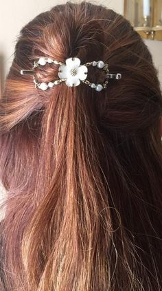 Beautiful white and gold Dogwood Flower flexi clip (one of my favorites!) in a half up hairstyle.