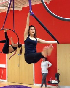 Tried my flag to flag combo again and looking a lot smoother now Aerial Hoop, Aerial Arts, Aerial Silks, Pole Dance Moves, Pole Dancing, Aerial Classes, Figure Poses, How To Do Yoga, Muscle