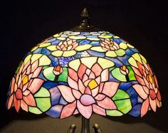 Classic simple water lily stained glass Tiffany lamp art nouveau