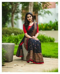 Indian Photoshoot, Saree Photoshoot, Cotton Saree Designs, Cotton Saree Blouse, Saree Poses, Batik Fashion, Simple Sarees, Saree Styles, Blouse Styles