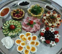 Disposition de la table, # Olive OilFood, Olive Oil Food, - in 2020 Appetizer Buffet, Appetizers, Plats Ramadan, Breakfast Bread Recipes, Food Garnishes, Garnishing, Iranian Food, Food Platters, Food Decoration