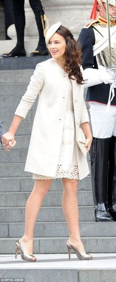 She looks so pretty! - Sophie Winkleman, known as Lady Frederick Windsor since her wedding in wore a broderie anglaise lace-trim dress under her coat and carried an envelope clutch Royal Dresses, Nice Dresses, Sophie Winkleman, Lord Frederick Windsor, Eugenie Of York, Princess Alexandra, Royal Clothing, Tall Women, Royal Fashion
