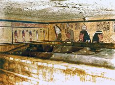 King Tutankhamun: Officials sure' there is a secret chamber ancient Egyptian tomb The country's Antiques Ministry said scans of the tomb provide evidence of a chamber behind two hidden doorways, possibly the resting place of Queen Nefertiti. Ancient Egyptian Tombs, Egyptian Art, Egyptian Temple, Egyptian Kings, Egyptian Tattoo, Egyptian Mythology, Egyptian Symbols, Egyptian Goddess, Statue En Bronze