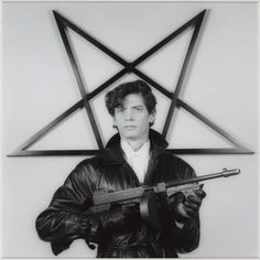 Robert MAPPLETHORPE :: Self portrait, 1983 [based on the famous 1974 photograph of Patty Hearst]
