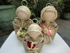 Anjinhos sisal dourado cj 1 frente (Vovó Aurea) Tags: natal artesanato sisal anjo presente juta anjinhos barbante