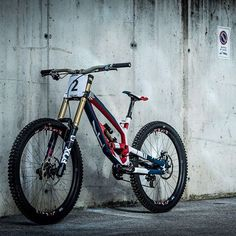 Rennmaschine von @aarongwin1 . #dh #mtb #follow #yt #fox #ethirteen #redbull #downhill