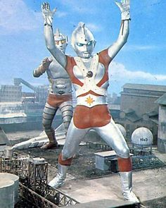Jumborg ACE and the Ultraman like good alien Emerald in action.