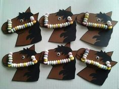 Snoepketting op paard