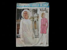 Dressmaking pattern; Vogue Courturier design - Valentino of Italy - No.2084 - One piece dress. Paper pattern.