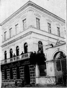 A Loja Acácia Paranaense, assim como as demais Lojas jurisdicionadas ao Gr. Or. e Supremo Conselho do Paraná, funcionaram neste endereço, Palacete Serro Azul, na rua do Serrito nº 9 (hoje, Solar do Barão, rua Pres. Carlos Cavalcanti), de 25/10/1902 até 06/1909.