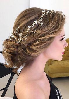 una tiara diferente y elegante para el peinado de tu boda