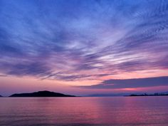 4月27 5:31 朝焼けが始まった博多湾と能古島(のこのしま)です。