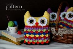 crochet pattern from crochet owl cushion with colorful crocodile stitch feathers Crochet Owl Basket, Crochet Owls, Crochet Home, Love Crochet, Crochet Flowers, Crochet Baby, Crochet Patterns, Ravelry Crochet, Crochet Things