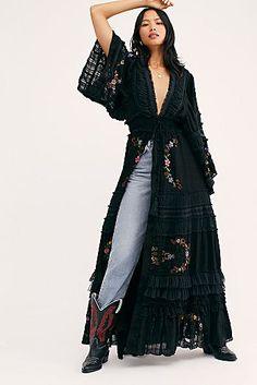 Boho Fashion Over 40, Over 50 Womens Fashion, Kimono Fashion, Fashion Outfits, Fashion Trends, Mode Hippie, Hippie Outfits, Up Girl, Bohemian Style