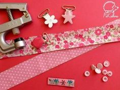 the simplest pacifier clip tutorial in the world - Pikebou Pacifier Clip Tutorial, Pacifier Holder, Bandanas, Coin Couture, Baby Sewing, Handmade Accessories, Baby Gifts, Creations, Fabric