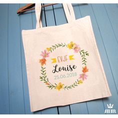 Tote bag EVJF Fleur de Lys est un cadeau idéal pour la future mariée et ses amis présentes pour l'enterrement de vie de jeune fille (EVJF)... Ce tote bag personnalisé est un souvenir original à conserver.