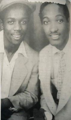 A very young Lou Rawls & Sam Cooke. Smooth Jazz, Rock Roll, Mc Lyte, Vintage Black Glamour, Soul Singers, Black Celebrities, Celebs, Black History Facts, Jazz Blues