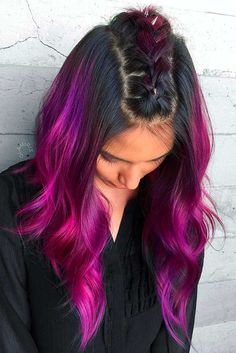 Purple red hair may be a pretty uncommon suggestion when it comes to modern trends. Nevertheless, it is quite popular. The reason for that lies in its versatility, since it can be a good option for those who want to go as bright as possible and for those who look for just a slight change of the routine.