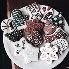 Christmas aesthetic – 30 pictures Looking for great Christmas aesthetic ideas? Save my collection of these Christmas tree ideas, Xmas lights aesthetic, wallpaper and cozy home decorations. Christmas Cookies Kids, Decoration Christmas, Christmas Mood, Merry Little Christmas, Xmas Decorations, Vintage Christmas, Christmas Ideas, Christmas Cooking, Xmas Cookies