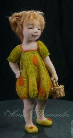 Купить Авторская войлочная кукла садовая Лиза - садовница, авторская ручная работа, авторская работа