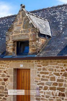 Vieille maison bretonne en pierre à Larmor-Baden dans le Golfe du Morbihan, Bretagne.