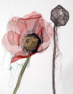 Organza poppies, the semi transparent fabric makes the flowers appear delicate, almost ghostly. Art Fibres Textiles, Textile Fiber Art, Sculpture Textile, Soft Sculpture, Fabric Flowers, Paper Flowers, Flowers Wallpaper, Poster Photo, Creation Art