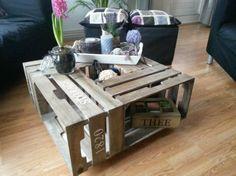 salon tafel van houten kratten, erg leuk